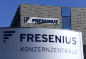 下載自路透 General view of Fresenius SE logo on the company's headquarters in Bad Homburg near Frankfurt February 25, 2015.     REUTERS/Ralph Orlowski (GERMANY  - Tags: BUSINESS CITYSCAPE BUSINESS LOGO)   - RTR4R2TM