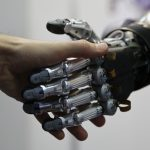 下載自路透 A man shakes hands with a humanoid robot during the International Conference on Humanoid Robots in Madrid November 19, 2014.  REUTERS/Andrea Comas (SPAIN - Tags: SCIENCE TECHNOLOGY) - RTR4ER01
