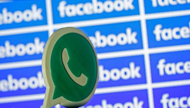 下載自路透 A 3D printed Whatsapp  logo is seen in front of a displayed Facebook logo in this illustration taken April 28, 2016. REUTERS/Dado Ruvic/Illustration - RTX2C08X