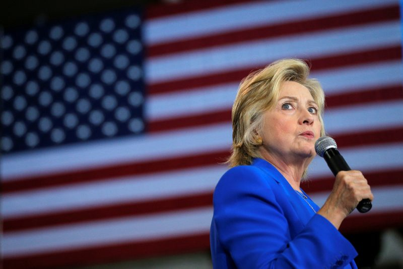 下載自路透 U.S. Democratic presidential candidate Hillary Clinton speaks at a campaign voter registration event at Johnson C. Smith University in Charlotte, North Carolina, United States September 8, 2016.  REUTERS/Brian Snyder  - RTX2OPDO