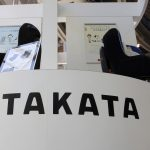 下載自美聯社 FILE - In this May 4, 2016 file photo, visitors look at child seats, manufactured and displayed by Takata Corp. at an automaker's showroom in Tokyo. A Malaysian safety official says a woman has died after the airbag in her Honda Civic ruptured in a minor collision. The incident Sunday, June 26 came days after Honda Malaysia announced an additional recall of more than 145,000 vehicles to replace defective front passenger airbag inflators. (AP Photo/Shizuo Kambayashi, File)