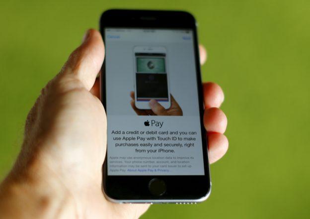 下載自路透 An Apple iphone 6 with Apple Pay is shown in this photo illustration in Encinitas , California June 3, 2015. Interviews with analysts, merchants and others suggest that Apple's forecast may be too optimistic and that many retailers remain skeptical about the payment system.  Photo taken June 3, 2015. To match story APPLE-PAY/     REUTERS/Mike Blake  - RTX1FA2C