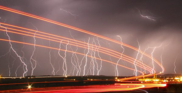 下載自路透 Mass lightning bolts light up night skies by the Daggett airport from monsoon storms passing over the high deserts early Wednesday, north of Barstow, California July 1, 2015. Picture taken using long exposure. REUTERS/Gene Blevins - RTX1ILBY
