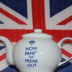 英國脫歐軟、硬派交鋒,英鎊趴地股市反大漲