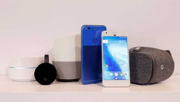 下載自路透 (L to R) Google Wifi, Google Chromecast Ultra, Google Home, Google Pixel XL, Google Pixel and Google Dreamview VR are displayed during the presentation of new Google hardware in San Francisco, California, U.S. October 4, 2016.   REUTERS/Beck Diefenbach     TPX IMAGES OF THE DAY      - RTSQRIC