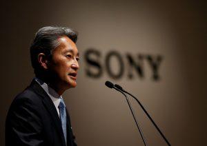 下載自路透 Sony Corp's President and Chief Executive Officer Kazuo Hirai speaks during its corporate strategy meeting at the company's headquarters in Tokyo, Japan June 29, 2016.  REUTERS/Toru Hanai - RTX2IS2Q