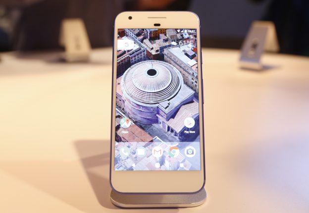 下載自路透 The Google Pixel phone is displayed during the presentation of new Google hardware in San Francisco, California, U.S. October 4, 2016.   REUTERS/Beck Diefenbach - RTSQR5Z