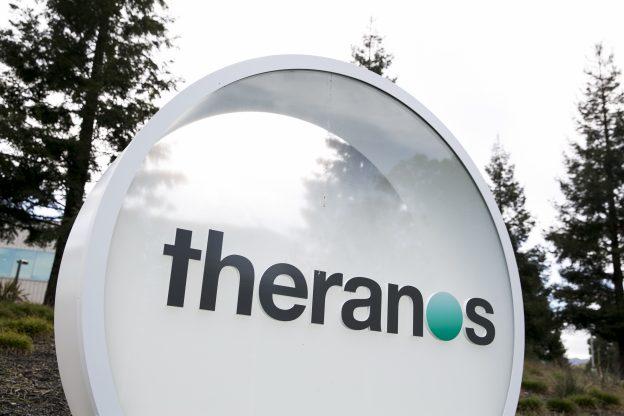 下載自美聯社 A logo sign outside of the headquarters of Theranos in Palo Alto, California on January 24, 2016. Photo by Kristoffer Tripplaar *** Please Use Credit from Credit Field ***