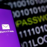 下載自路透 Yahoo Mail logo is displayed on a smartphone's screen in front of a code in this illustration taken in October 6, 2016. REUTERS/Dado Ruvic - RTSQXZA