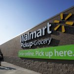 下載自路透 People talk outside a Wal-Mart Pickup-Grocery test store in Bentonville, Arkansas, June 4, 2015.  Customers using the store place their orders online and then pick up their merchandise in a drive-through. Wal-Mart will hold its annual meeting June 5, 2015.  REUTERS/Rick Wilking - RTX1F5T5