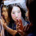 下載自路透 A woman is seen in Panasonic Corp's interactive mirror, which is able to scan blemishes and detect skin condition, during a demonstration at CEATEC (Combined Exhibition of Advanced Technologies) JAPAN 2016 at the Makuhari Messe in Chiba, Japan, October 3, 2016.   REUTERS/Toru Hanai - RTSQI3R