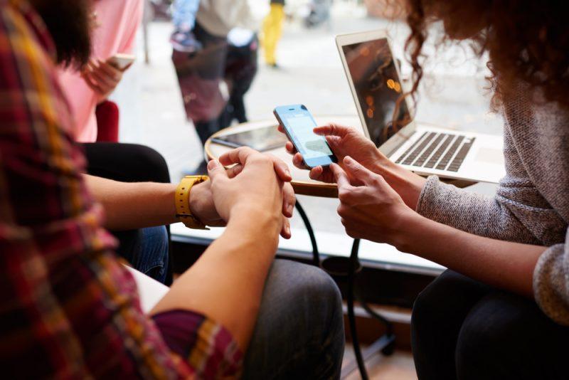 去世後,你願意被做成 App 繼續陪朋友聊天嗎?