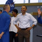 下載自路透 U.S. President Barack Obama, and first lady, Michelle Obama talk to the astronauts of the space shuttle Endeavour including mission commander Mark Kelly (R) after the mission was postponed at the Kennedy Space Center at Cape Canaveral, Florida, April 29, 2011. Kelly is the husband of wounded U.S. Rep. Gabrielle Giffords (D-AZ) who is also in Florida to watch the lift off.        REUTERS/Larry Downing     (UNITED STATES - Tags: POLITICS SCI TECH) - RTR2LSDY