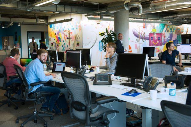 下載自路透 People work at the Facebook office in Berlin, Germany, August 29, 2016. REUTERS/Stefanie Loos - RTX2NN55