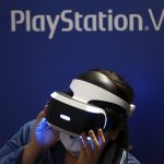 下載自美聯社 FILE - In this Sept. 15, 2016, file photo, a visitor tries out a Sony's PlayStation VR headgear device at the Tokyo Game Show in Makuhari, near Tokyo. Unlike the Oculus Rift and HTC Vive, PlayStation VR works in unison with a PlayStation 4 console instead of a high-end PC. It's also cheaper, more comfortable and will be the most convenient option for VR seekers when it's released Oct. 13. (AP Photo/Eugene Hoshiko, File)