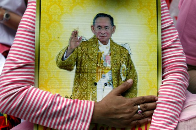 A well-wisher hugs a portrait of Thailand's King Bhumibol Adulyadej at the Siriraj hospital where he is residing in Bangkok, Thailand, October 13, 2016. REUTERS/Chaiwat Subprasom - RTSS1UA