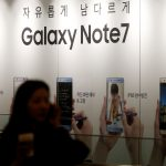 下載自路透 A woman talking on her mobile phone walks past an advertisement promoting Samsung Electronics' Galaxy Note 7 at company's headquarters in Seoul, South Korea, October 11, 2016.   REUTERS/Kim Hong-Ji/File Photo - RTSS08U
