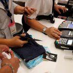 下載自路透 Sales staff accept payment by credit card at a department store in Bangkok, Thailand, July 19, 2016. Picture taken July 19, 2016. REUTERS/Athit Perawongmetha - RTSIRMR