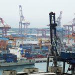 圖片來源:《達志影像》 圖片取自路透社 Shipping containers are seen at Keelung port, northern Taiwan, March 20, 2016. Picture taken March 20, 2016. REUTERS/Tyrone Siu - RTSBEF0