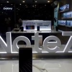 下載自路透 An advertisement of Samsung Galaxy Note 7 is seen at a mobile phone shop in Hanoi, Vietnam October 12, 2016. REUTERS/Kham - RTSRX8E