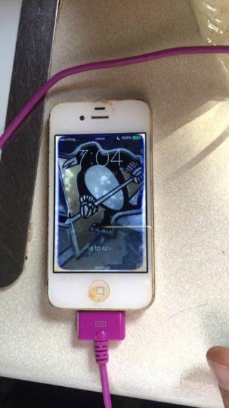 最强防水性能!iPhone 4 掉入湖中一年多捞起后仍可正常使用