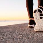 透過高輕量彈性體發泡材料,可減輕鞋底重量 20% 並增加舒適感