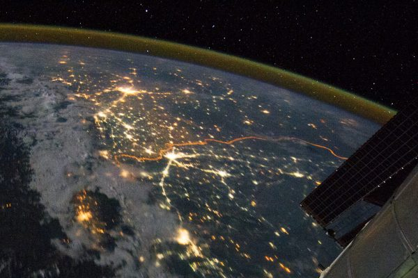 下載自路透 The India-Pakistan border appears as an orange line in this photograph taken by the Expedition 28 crew on the International Space Station (ISS) on August 21, 2011 and released September 4, 2011. The fence between the two countries is floodlit for surveillance purposes. Srinagar (L), Islamabad (bottom C), Lahore (centre near the border line) and Delhi (top C) can be seen as brighter spots. REUTERS/NASA/Handout (PAKISTAN - Tags: SCIENCE TECHNOLOGY TPX IMAGES OF THE DAY) FOR EDITORIAL USE ONLY. NOT FOR SALE FOR MARKETING OR ADVERTISING CAMPAIGNS. THIS IMAGE HAS BEEN SUPPLIED BY A THIRD PARTY. IT IS DISTRIBUTED, EXACTLY AS RECEIVED BY REUTERS, AS A SERVICE TO CLIENTS - RTR2QT46