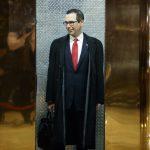 下載自美聯社 Steven Mnuchin, President-elect Donald Trump's nominee for Treasury Secretary, gets on an elevator after speaking with reporters in the lobby of Trump Tower, Wednesday, Nov. 30, 2016, in New York. (AP Photo/Evan Vucci)