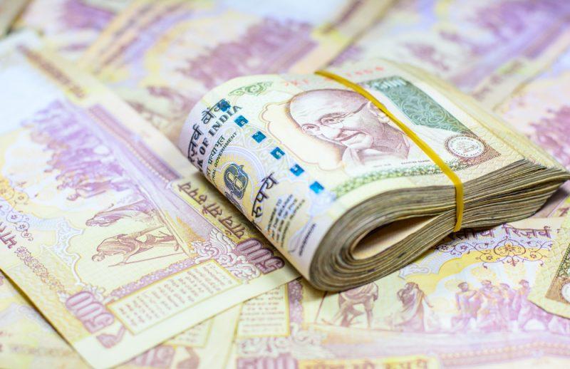 廢鈔危機衝擊!傳鴻海印度廠 1/4 員工帶薪休假,產能砍半