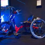 手部搖動加電力輔助,電動式手搖自行車讓身障者一天就能騎 100 公里
