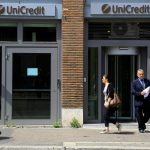 People walk past a UniCredit bank in downtown Rome, May 10, 2016. REUTERS/Tony Gentile - RTX2DM3A