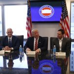 下載自路透 U.S. President-elect Donald Trump (C) sits with Vice President-elect Mike Pence (2ndL) PayPal co-founder and Facebook board member Peter Thiel (2ndR), Apple Inc CEO Tim Cook (R) and Facebook COO Sheryl Sandberg during a meeting with technology leaders at Trump Tower in New York, U.S., December 14, 2016. REUTERS/Shannon Stapleton - RTX2V2W7