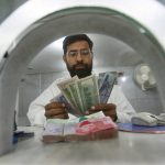 An employee counts currency notes at a money changer in Karachi July 9, 2008. The Pakistani rupee recovered 2 percent on Wednesday from a day-earlier record closing low after the central bank said it was tightening regulations on transactions to support the rapidly depreciating currency.   REUTERS/Athar Hussain   (PAKISTAN) - RTX7S6Q