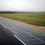 下載自路透 A solar panel road is pictured during its inauguration in Tourouvre, Normandy, northwestern France, December 22, 2016. REUTERS/Benoit Tessier - RTX2W5WT