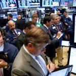 圖片來源:《達志影像》 圖片取自路透社 Traders work on the floor of the New York Stock Exchange (NYSE) in New York City, U.S., September 28, 2016.  REUTERS/Brendan McDermid/File Photo - RTSQ62P