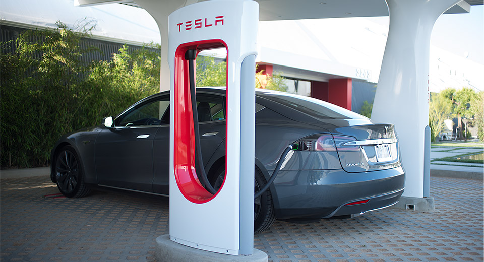Tesla-Supercharger-closeup