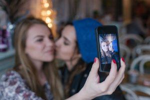 two-girls-selfie