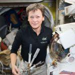太空人進行今年首次太空漫步,將於晚上 8 點開始直播