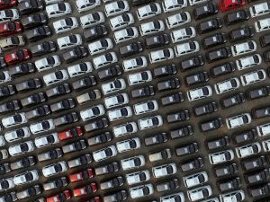 "圖片來源:《達志影像》 圖片取自路透社 Electric cars are seen at a parking lot of an automobile factory in Xingtai, Hebei province, China April 26, 2016. REUTERS/Stringer/File Photo REUTERS ATTENTION EDITORS - THIS IMAGE WAS PROVIDED BY A THIRD PARTY. EDITORIAL USE ONLY. CHINA OUT. NO COMMERCIAL OR EDITORIAL SALES IN CHINA.                            GLOBAL BUSINESS WEEK AHEAD - SEARCH ""GLOBAL BUSINESS AUG 29"" FOR ALL IMAGES? - RTX2NDUF"