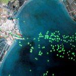 下載自路透 An Eikon ship-tracking screen shows heavy traffic outside the port of Tianjin January 10, 2017. Picture taken January 10, 2017. REUTERS/Thomas White/Illustration - RTX2YQBP