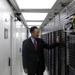 下載自路透 Terry Gou, founder and chairman of Taiwan's Foxconn Technology, poses inside a container for Foxconn's data servers, at a company's data centre in Guiyang, Guizhou province, China, May 26, 2015. Taiwan's Foxconn Technology, the world's largest contract electronics manufacturer, is aiming to develop 10-12 facilities in India, including factories and data centres, by 2020, Chairman Terry Gou said on Tuesday. Picture taken May 26, 2015. REUTERS/Paul Carsten - RTX1EN58