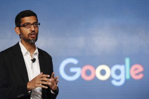 圖片來源:達志影像 圖片取自美聯社 FILE - In this Wednesday, Jan. 4, 2017, file photo, Google CEO Sundar Pichai speaks during a news conference on Google's collaboration with small scale local businesses in New Delhi. U.S. tech companies fear the Trump administration will target a visa program they cherish for bringing in engineers and other specialized workers from other countries. Although these visas, known as H-1B, aren't supposed to displace American workers, critics say safeguards are weak. This comes amid a temporary ban on nationals of seven Muslim-majority countries from entering the U.S., including those who are employed by Google and other tech companies but were out of the country when the surprise order was issued Friday, Jan. 27. (AP Photo/Tsering Topgyal, File)