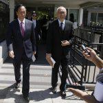 下載自路透 Foxconn Chairman Terry Gou (L) exits the White House following a second day of meetings in Washington, U.S., April 28, 2017. REUTERS/Jim Bourg - RTS14DCY