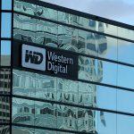 下載自路透 FILE PHOTO: A Western Digital office building is shown in Irvine, California, U.S., January 24, 2017.   REUTERS/Mike Blake/File Photo - RTX356JA