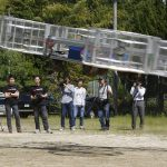 下載自美聯社 Tsubasa Nakamura, project leader of Cartivator, third from left, watches the flight of the test model of the flying car on a former school ground in Toyota, central Japan, Saturday, June 3, 2017 as another member, fourth from left, operates the remote control. Cartivator Resource Management, in which Toyota invested 42.5 million yen ($386,000), showed to reporters Saturday a test flight of a concoction of aluminum framing and propellers. It took off several times, hovering at eye level for a few seconds, before falling to the ground. (AP Photo/Koji Ueda)