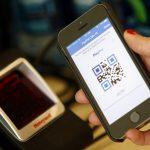 下載自路透 A PayPal employee demonstrates one of the company's options to pay with a mobile device at store within a PayPal office building in San Jose, California May 28, 2014. REUTERS/Beck Diefenbach (UNITED STATES - Tags: BUSINESS) - RTR3RAL2