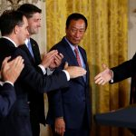 下載自路透社 Foxconn Chairman Terry Gou (C) looks on as U.S. President Donald Trump (R) shakes hands with Vice President Mike Pence (from L), Wisconsin Governor Scott Walker and House Speaker Paul Ryan (R-WI) (L-R) at the end of a White House event where the Taiwanese electronics manufacturer announced plans to build a $10 billion dollar LCD display panel screen plant in Wisconsin, in Washington, U.S. July 26, 2017.  REUTERS/Jonathan Ernst - RTX3D24J