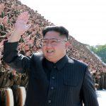 下載自路透 North Korean leader Kim Jong Un waves at a photo session with attendants in the fourth Active Secretaries of Primary Organization of KPA Youth in this undated photo released by North Korea's Korean Central News Agency (KCNA) in Pyongyang September 1, 2017.  KCNA via REUTERS    ATTENTION EDITORS - THIS PICTURE WAS PROVIDED BY A THIRD PARTY. REUTERS IS UNABLE TO INDEPENDENTLY VERIFY THE AUTHENTICITY, CONTENT, LOCATION OR DATE OF THIS IMAGE.  NOT FOR SALE FOR MARKETING OR ADVERTISING CAMPAIGNS. NO THIRD PARTY SALES. NOT FOR USE BY REUTERS THIRD PARTY DISTRIBUTORS. SOUTH KOREA OUT. NO COMMERCIAL OR EDITORIAL SALES IN SOUTH KOREA. THIS PICTURE IS DISTRIBUTED EXACTLY AS RECEIVED BY REUTERS, AS A SERVICE TO CLIENTS.      TPX IMAGES OF THE DAY - RC1BC07AFEF0