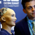 "下載自路透社 David Hanson of Hanson Robotics presents Sophia, a robot integrating the latest technologies and artificial intelligence, during a presentation at the ""AI for Good"" Global Summit at the International Telecommunication Union (ITU) in Geneva, Switzerland June 7, 2017. REUTERS/Denis Balibouse - RC178416FA10"