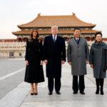 下載自路透社 U.S. President Donald Trump and U.S. first lady Melania visit the Forbidden City with ChinaÕs President Xi Jinping and ChinaÕs First Lady Peng Liyuan in Beijing, China, November 8, 2017. REUTERS/Jonathan Ernst - RC112E244890